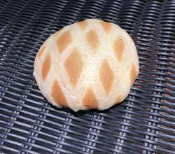 富良野赤肉メロンクリームのパン