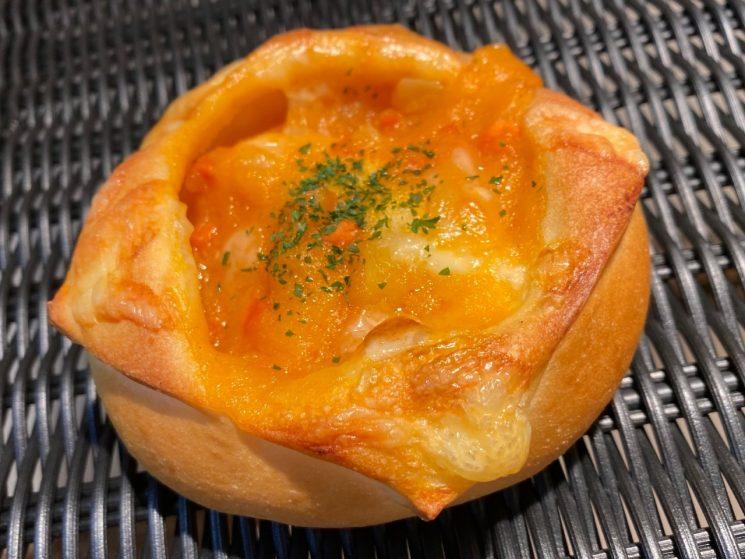 海老トマトクリームのパン